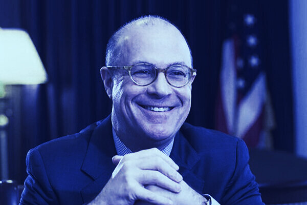 Former CFTC Chair Giancarlo Exits BlockFi Board as States Crack Down on Firm