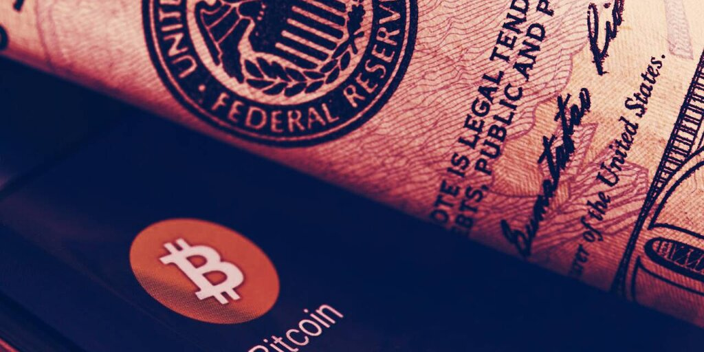 Fed's Payment System Goes Down, Bitcoin Fans Rush In