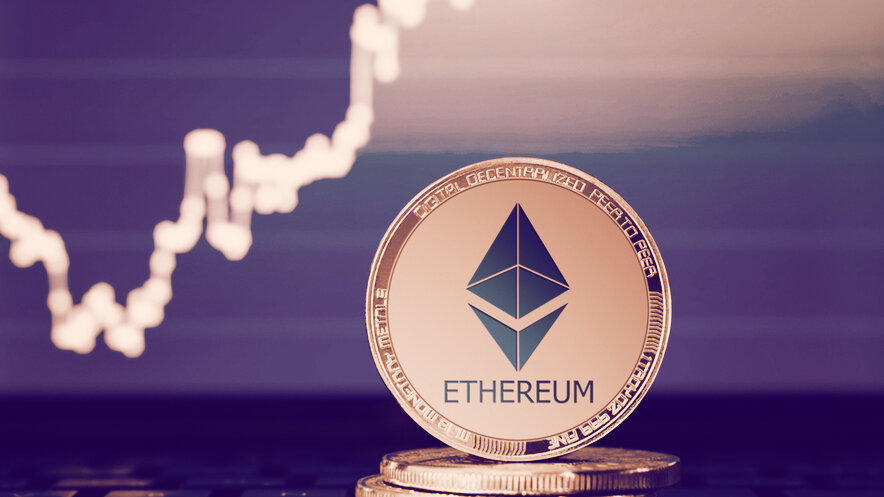 Ethereum Breaks Past $900 As Altcoins Go Nuts