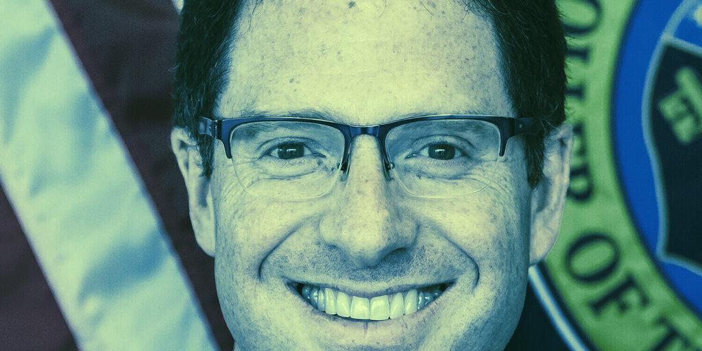 Crypto 'Scary but Necessary': Former OCC Head Brooks