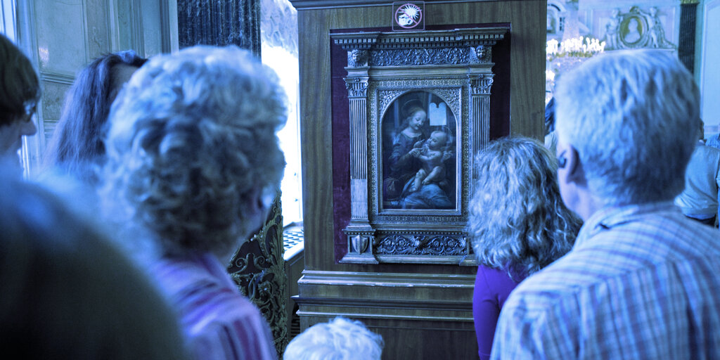 Crypto Exchange Binance to Auction Off da Vinci, Van Gogh NFTs