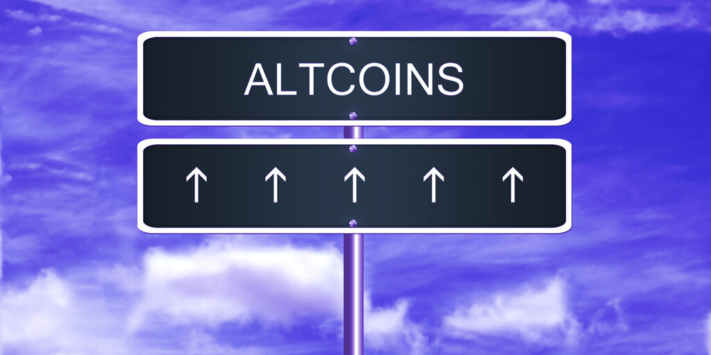 Altcoins Continue to Rise While Ethereum and Bitcoin Fall