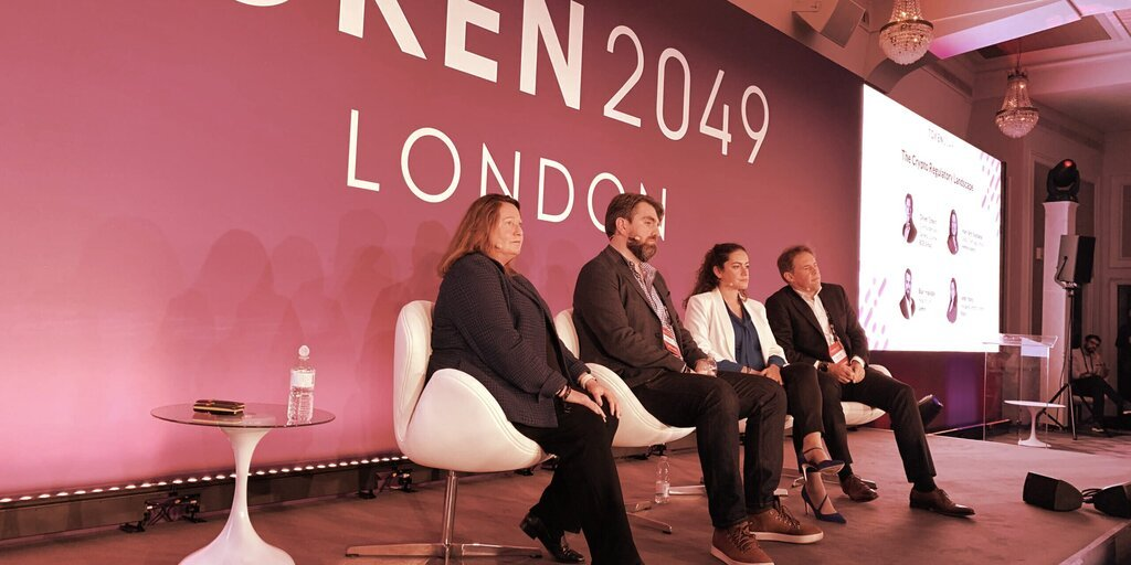 US 'Regulation by Enforcement' Approach Too Unclear: Ripple, Gemini Exec Panel