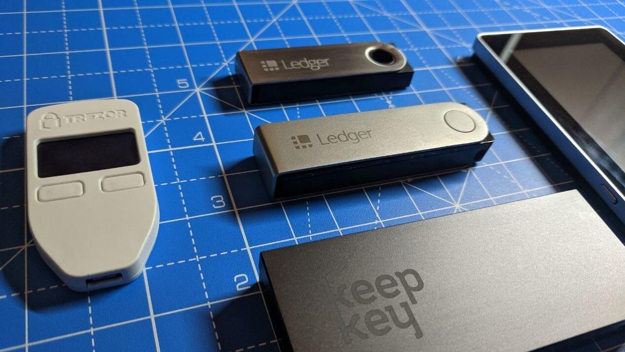 Ledger Nano X review: size comparison