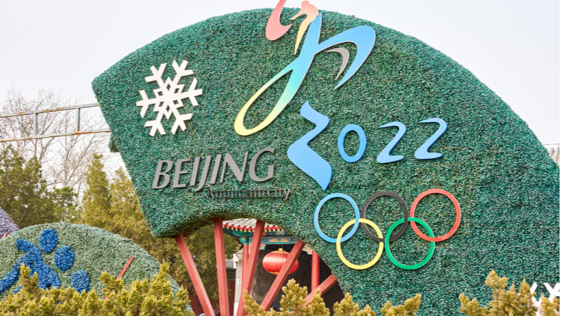 Un seto decorativo para celebrar la llegada de los Juegos Olímpicos de Invierno de Beijing