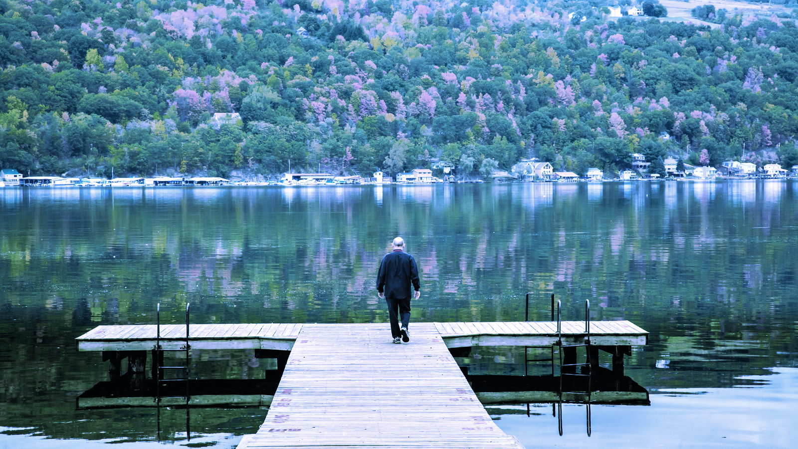 Bitcoin Mining Is Turning New York Lake Into a 'Hot Tub', Say Locals
